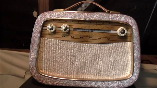 """This is a """"Murphy Transistor 7+""""  Im not sure what the """"+"""" means because it does have only 7 transistors. Very good performer for its age. Wooden case is identical to the previous Murphy 8."""