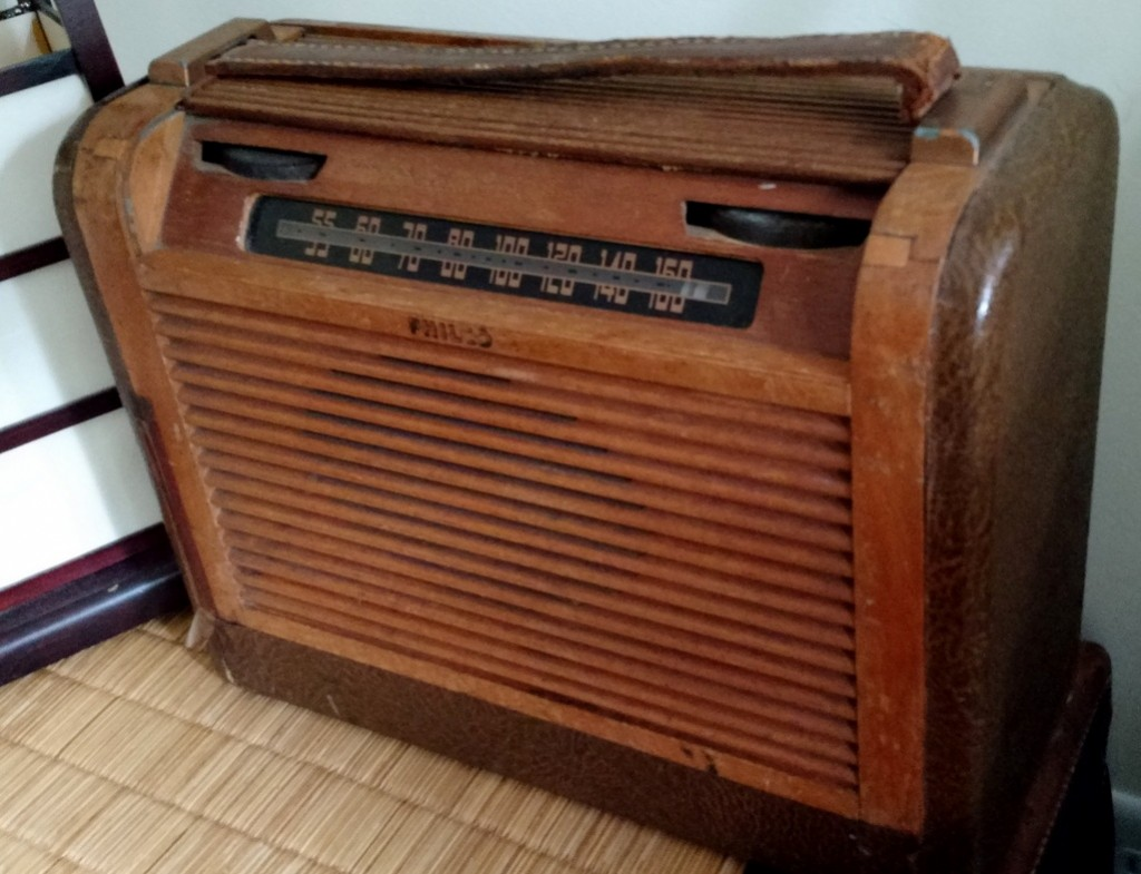 Phillips Model 46-350 AM radio