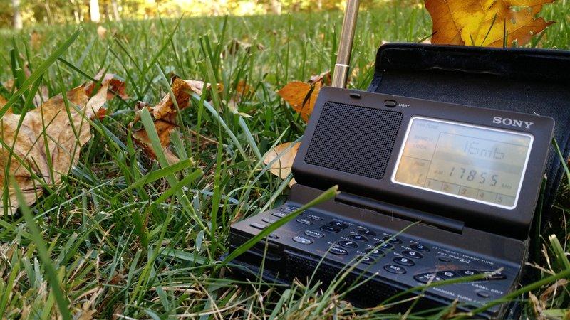 Sony-ICF-SW100-Outside-Fall