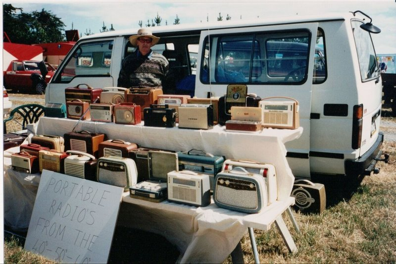 Max_Youle_Radio-Collection-New-Zealand