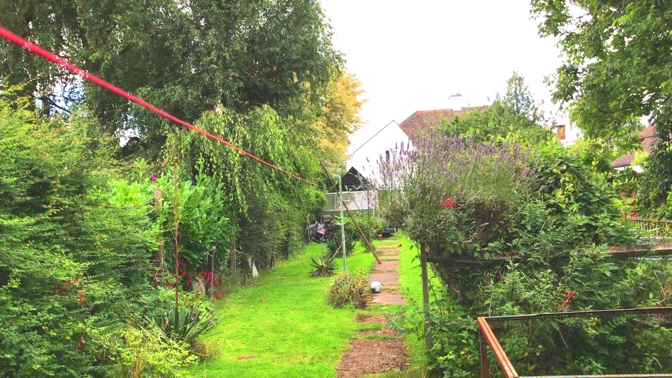 Suburban Lawn And Garden: DXing In A Large Suburban Garden With The Eton Satellit